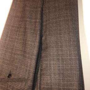 Helt nye ternet suit pants fra Tiger! Aldrig brug og stadig med mærker i. Str 54  Se endelig mine andre annoncer også - mængderabat gives! :)