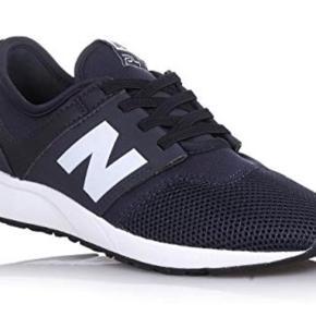 Helt nye sneakers. Lige købt i USA, desværre i forkert størrelse. Aldrig brugt. Nypris 550,- sælges billigt :)