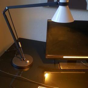 Skrivebordslamper i uåbnet original emballage. Mærket Safir fra Nordlux. Jeg har 4 stk. Giv gerne bud på flere. De er i Aalborg.