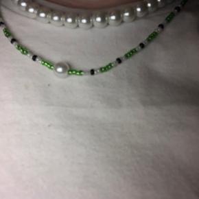 Sælger denne fine halskæde med glasperler og en enkelt ferskvandsperle, til 75kr. Bare skriv hvis i har spørgsmål :)