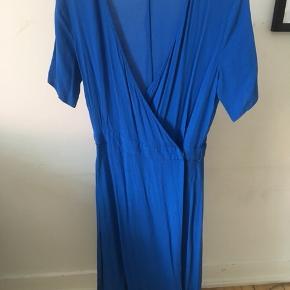 Flot kjole fra mbyM 🌸 str:s  Brugt en enkelt gang💃🏽