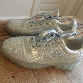 Vintage love sneakers