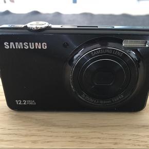 Samsung digitalt, 12,2 MP. ST45. Man kan se at det er blevet brugt, men ingen ridser eller store hak efter tab.  Afhentes af køber, så der ikke er tvivl om stand