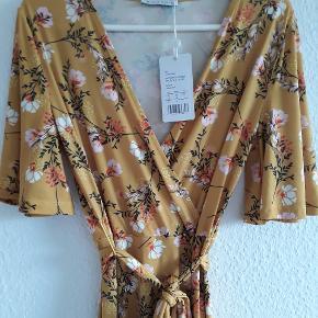 Super fin kjole af mærket mint&berry, nypris 330 🌸 Farven er mere gul end den fremstår på billedet.