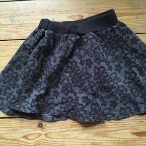 Small rags nederdel str 116  -fast pris -køb 4 annoncer og den billigste er gratis - kan afhentes på Mimersgade 111 - sender gerne hvis du betaler Porto - mødes ikke andre steder - bytter ikke