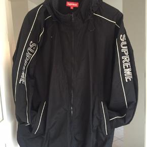 Byd. Fejlkøb  Stof som passer til en overgangs jakke. Ingen for i den.