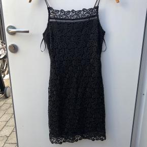 Fineste cocktail blonde kjole. Ikke gennemsigtig.   Kan sendes eller afhentes på Østerbro 🌸
