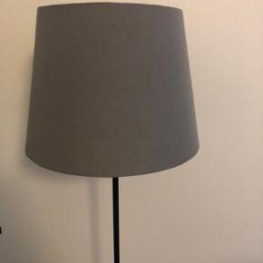 Fin gulvlampe fra Ikea. Fejler intet 💡