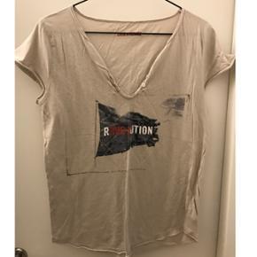 Zadig & Voltaire, t-shirt. Er egentlig en str. M men den passer en XS/S