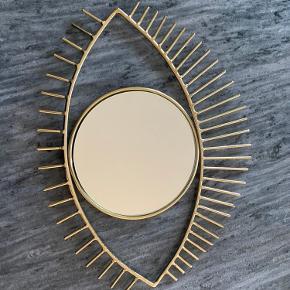 Aldrig brugt eyelash mirror fra H&M Home .  Nypris 200  Sælges 100 kr