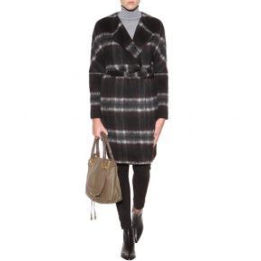 Lækker uld frakke fra By Malene Birger, der lukkes med et bælte.