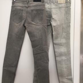 2 par grå molo jeans str 146/152 samlet. Det ene nyt og det andet par gmb m lille plet på lår. Det par medfølger gratis