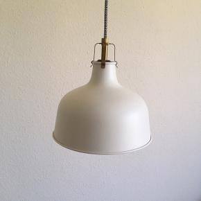 RANARP loftslampe, 23 cm i diameter. Nypris 149,-  Fejler intet.