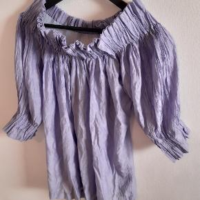 Smukkeste tunika/ bluse i lyselilla fra Karen by Simonsen i str. 40. Så god som ny 😊