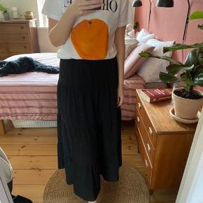 Mega fin lang nederdel fra vero moda, aldrig brugt
