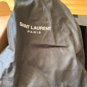 Sælger de her Sneakers fra Saint Laurent. Gav 5.800 kr for dem. Kom med bud