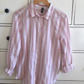 Sød oversized H&M skjorte, der har været brugt én gang