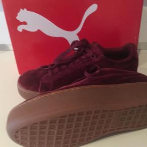 Varetype: Puma sneakers Farve: Se billede Oprindelig købspris: 699 kr.  Bytter ikke Handler gerne via mobilepay