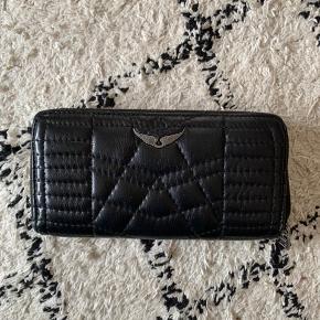 Sælger min flotte Zadig Voltaire pung i sort / den måler 19,5 x 10,5 / har ingen slid, pletter, huller eller mangler🖤🖤🖤