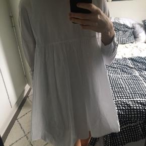 Top/kjole fra Zara.