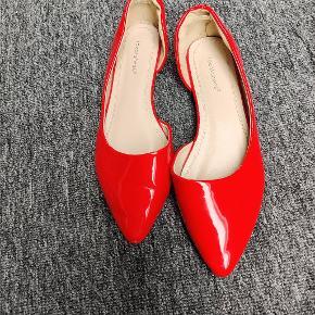 Ideal Shoes Flats