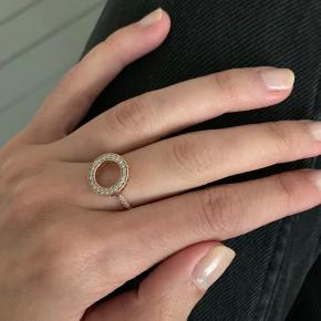 Rose hold Halo ring from Pandora. Worn maybe 1-2 times. Size around 52.