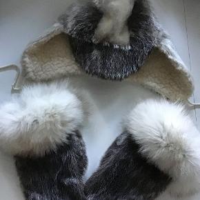 Rigtig lækre sælskindsluffer 450 kr Sælskindshuen fra Ippat Paamiut. Rulamsforet. 250 kr