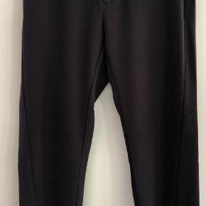 Varetype: Heavy crepe Farve: Blå Oprindelig købspris: 799 kr.  Lækre bukser i crepe. Brugt to gange.