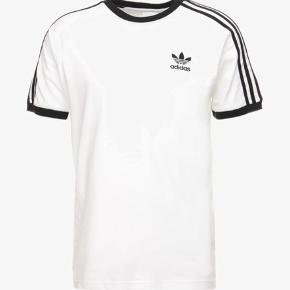 Adidas Originals hvid t-shirt.  3-STRIPES TEE - T-shirts print
