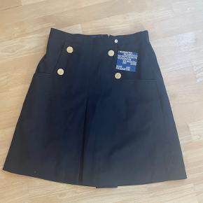 Helt ny nederdel aldrig brugt  Nypris: 1200   Giv et bud