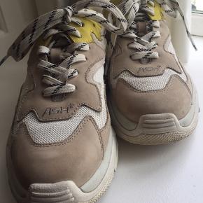 Fede sneakers fra ASH, str 37 (stor i størrelsen).  Bytter ikke. Skal afhentes på Nørrebro.