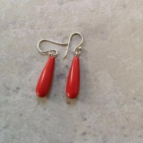 Sølv øreringe med rød jade Aldrig brugt.  Handler kun mobilepay sender med DAO