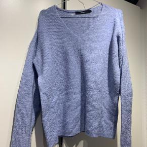 Super fin trøje i en sart lilla 💜 Trøjen er blevet brugt, men er på ingen måder i dårlig stand