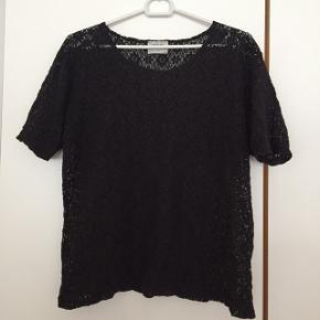 H&M bluse str L (lille i størrelsen s/m) pris 40 kr pp med dao Bruger mobilepay