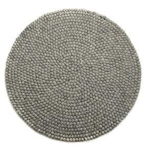 Brand: Kugletæppe Varetype: Kugletæppe Størrelse: 90 - 100 - 110 - 120 cm. Farve: Natural wool Kvittering haves.  Nye kugletæpper, der sælges -20%  90 cm. 955 + 49 kr. fragt 100 cm. 1115 + 49 kr. fragt 110 cm. 1275 + 49 kr. fragt 120 cm. 1675 + 49 kr. fragt 140 cm. Udsolgt (1995 + 49 kr. fragt) 160 cm. Udsolgt (2635 + 49 kr. fragt)  Andre størrelser kan bestilles, men der må påregnes ventetid.  Der sælges fra webshop og prisen er fast. Pga. de nedsatte priser kan prisen ikke forhandles og der gives ikke yderligere rabat ved køb af flere tæpper.  Ved køb via TS pålægges der 5% gebyr. Alternativt kan tæpperne købes online.  Se mange flere tæpper på madeinnepal med dk efter.