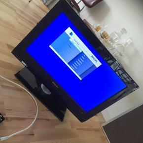 Philips fladskærm på fod med fjernbetjener.