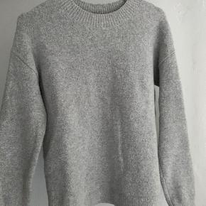 Super dejlig varm trøje med 3% uld i, brugt meget få gange💜