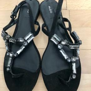Helt nye sandaler med sten fra Aldo. Nypris 400. Sælges for 235kr.