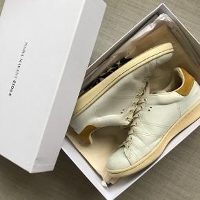 Isabel Marant Bart sneakers sælges. De er brugt en del, men er stadig rigtig fine. Er åben for bud.