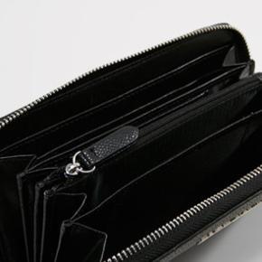 Valentino pung i perfekt stand! Kun brugt få timer  Kom gerne med bud Np: 1000kr