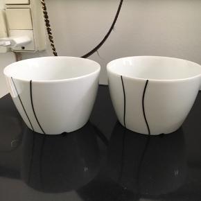To skåle. Afhentes på Frederiksberg eller sendes på købers regning
