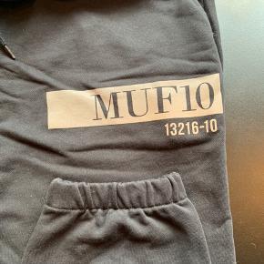 Næsten helt nye super fede joggingbukser fra MUF10.  Kun brugt et par gange, står som nye :)