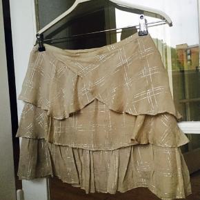 Super smukt sæt i 96%  silke  Nederdel: str 40 Top: str 38