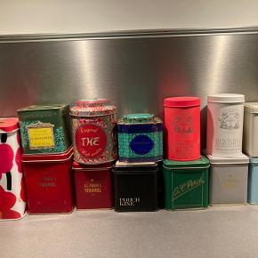 Sælger en hyggelig lille samling af te-dåser af forskellig oprindelse. 100kr samlet