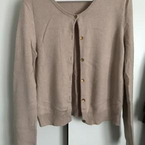 Kashmir og silke cardigan  Brugt meget få gange  Sart, kold rosa farve  Str. L - passer også M