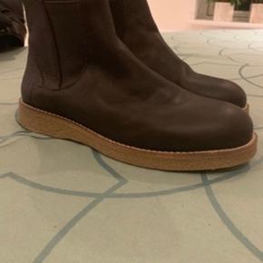 Et Al design støvler. Str 42. Ikke brugt.