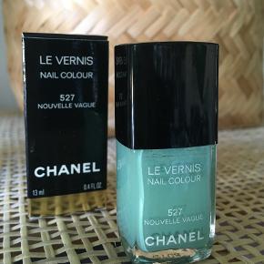"""Neglelakken Nouvelle Vague 527 limited edition fra Chanels sommerkollektion 2010.  Der medfølger æske. Er brugt til lige over """"nail colour"""".  Sælger for 165 kr. plus fragt."""