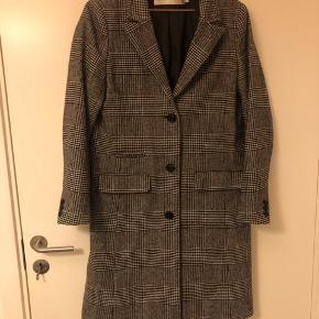 Rigtig fin overgangsjakke.. næsten som ny, kun været brugt 3 gange..