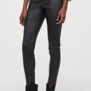 """Sælger disse """"læder bukser"""" med stræk i. De er Brugt to gange og fejler derfor intet🤎"""