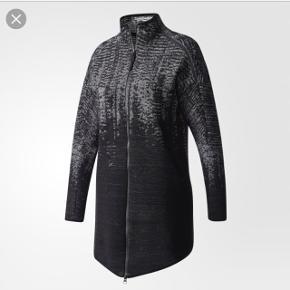 Adidas ZNE pulse knit cover up. Aldrig brugt. Nypris 1200. Kom med et bud :)  Sendes med DAO.